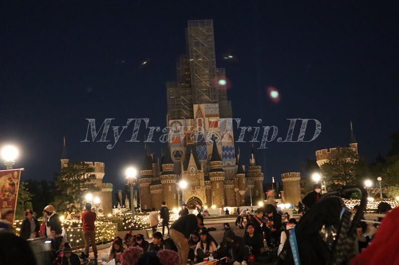 Suasana Menunggu Parade di Tokyo Disneyland