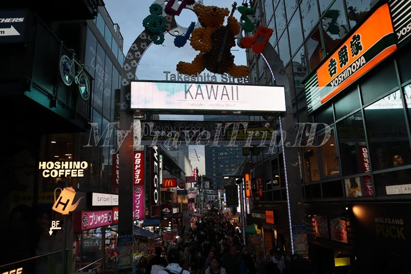Takeshita Street di Waktu Senja
