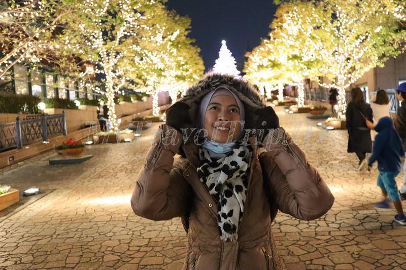 Menikmati Cantiknya Lampu Menyambut Natal