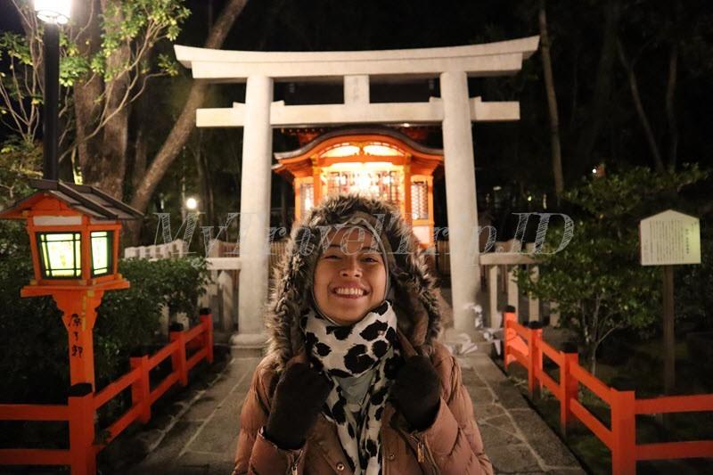 Yasaka Shrine di Malam Hari