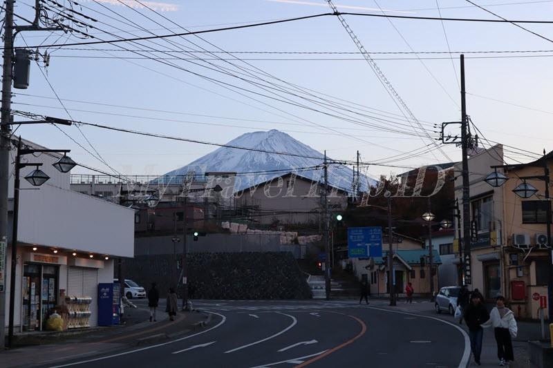 Cantiknya Puncak Gunung Fuji Terlihat Dari Jalan Raya