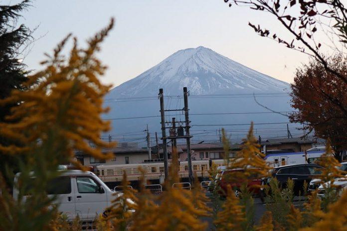 Gunung Fuji di Bulan November