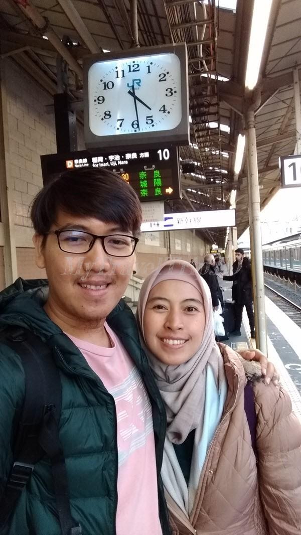 Menunggu Kereta Menuju Inari Station di Arashiyama Station